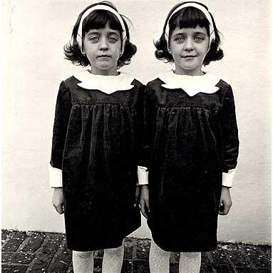 Diane_Arbus_Identical_Twins_1967.jpg