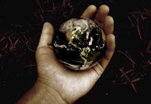 Hands_globe