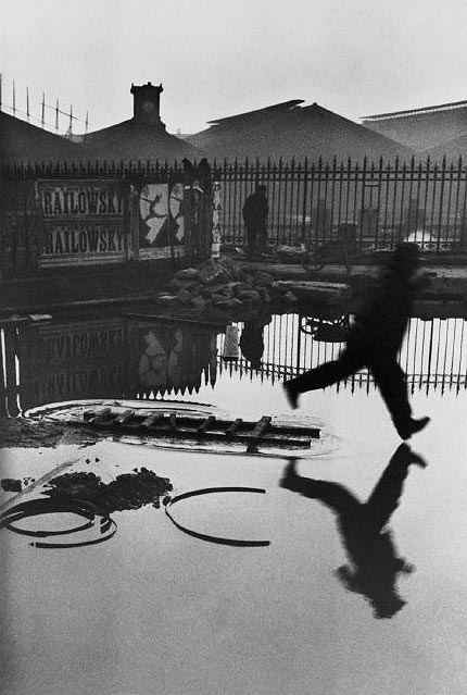 Henry_Cartier_Bresson_Behind_Gare_St.Lazare_1932