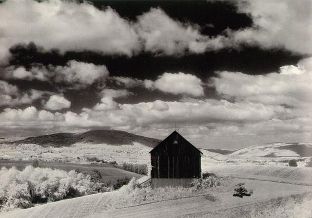 Minor_White_Barn_and_Clouds