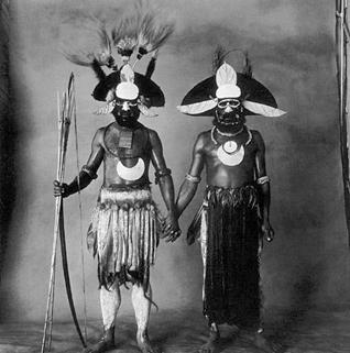 Irving_Penn_two_guinea_man_holding_hands_1970_1979